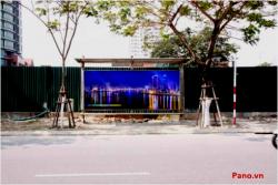 Quảng cáo nhà chờ xe buýt trước trung tâm Hành chính Đà Nẵng