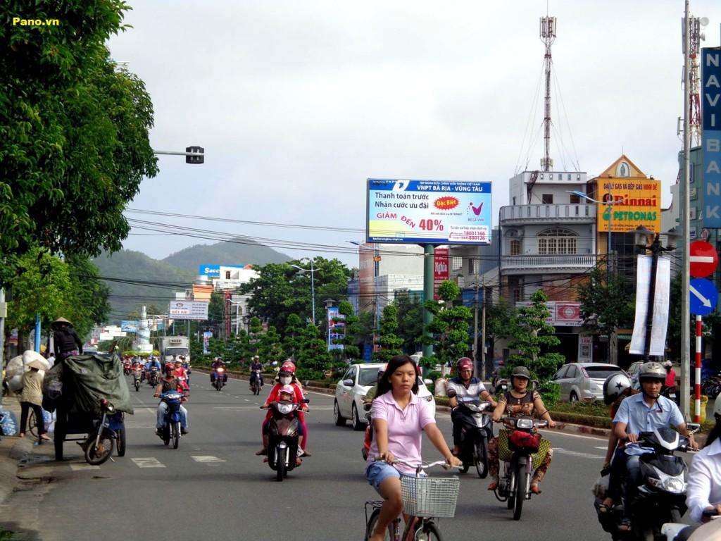 quảng cáo biển hộp đèn tại đường Lê Hồng Phong