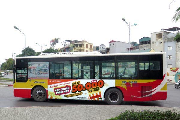 Galaxy Cinema quang cao tren xe bus