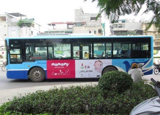 mamamy quảng cáo trên xe bus