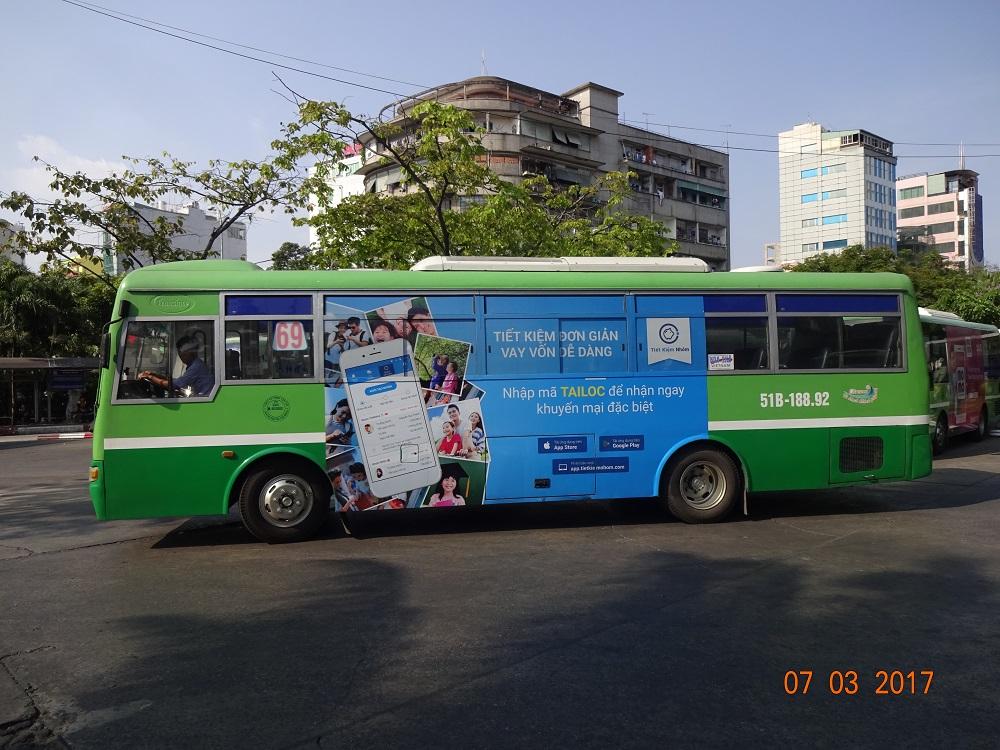Tiết kiệm nhóm quảng cáo trên xe bus