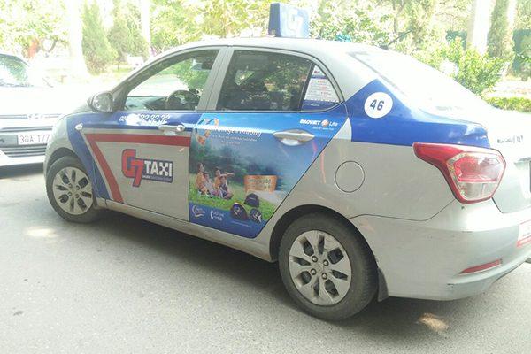 quảng cáo trên xe taxi và xe bus