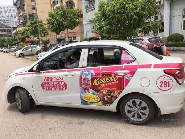 mỳ koreno quảng cáo trên taxi