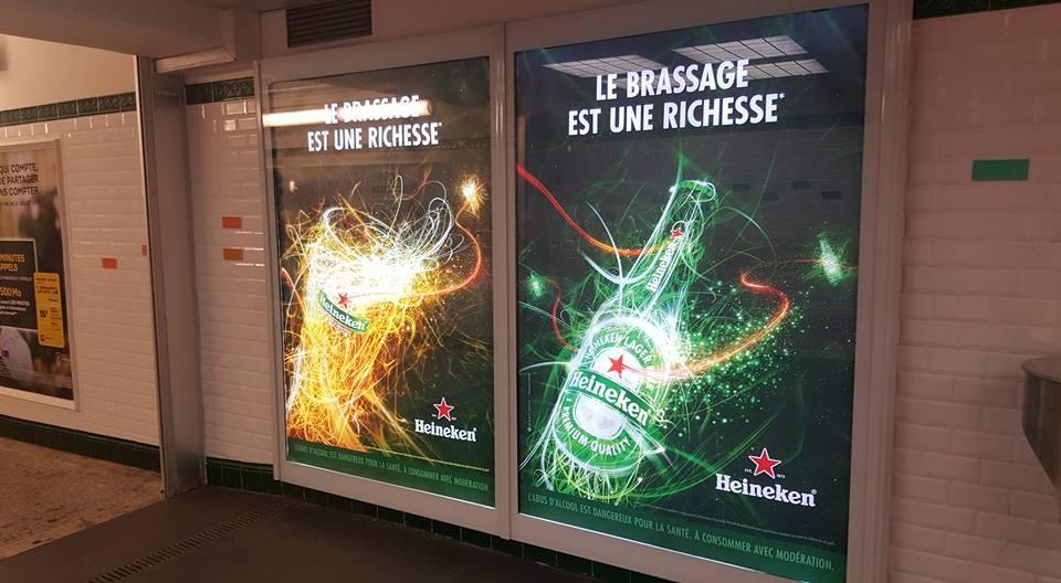 Quảng cáo ngoài trời tại thủ đô Paris Pháp