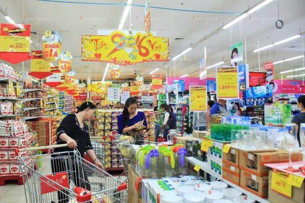 so sánh quảng cáo tại siêu thị và quảng cáo chợ truyền thống